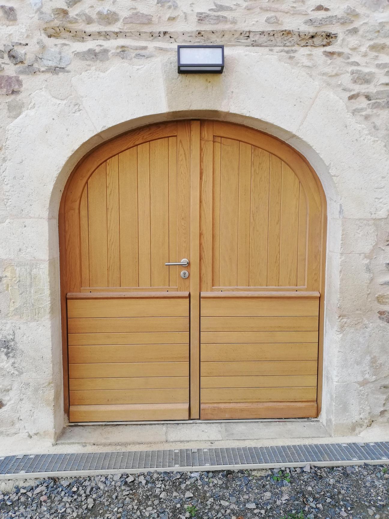 Porte d'entrée Quercy deux vantaux en anse de panier (1)