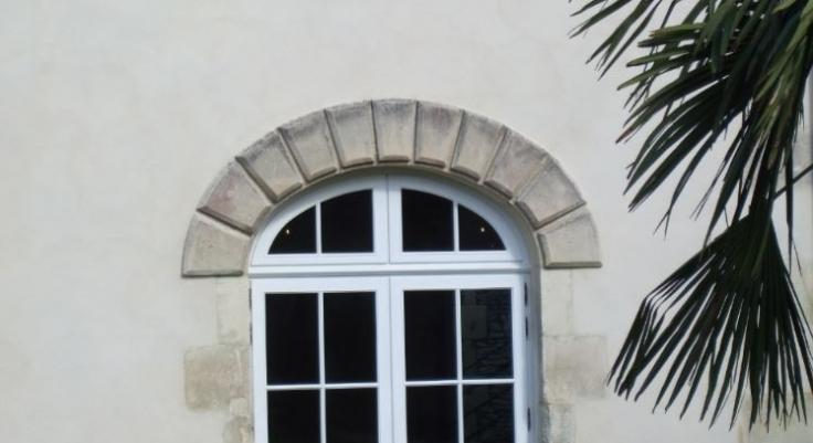 Porte Fenêtre élégance En Bois Exotique Avec Imposte Anse De Panier